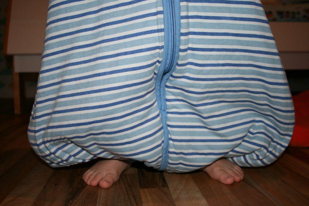Schlafsack mit Beinen hält warm und macht mobil