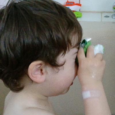 Sanfte Augenreinigung mit dem Waschie Baby Waschlappen