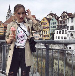 It-Piece T-Shirt von Modezarin