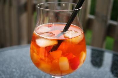 Rotbuschbowle auf Teebasis