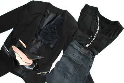 Komplett schwarzes Outfit aufpeppen mit offenen Schuhen