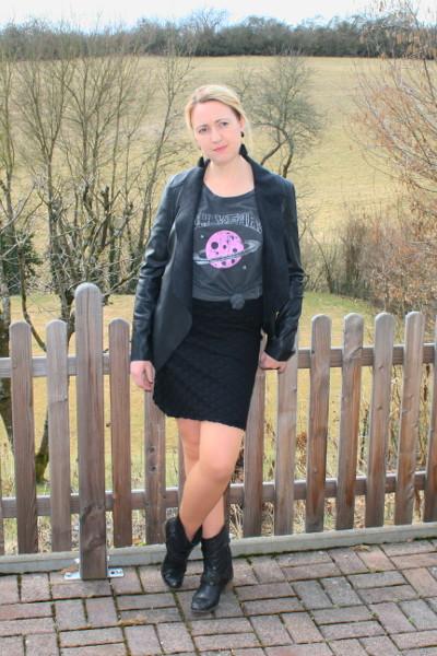 Outfit komplett in Schwarz mit frechen Farbtupfern
