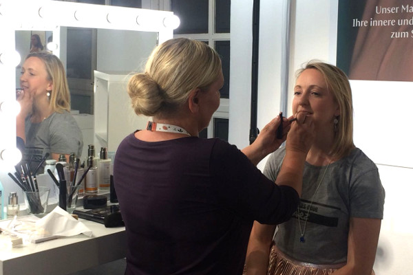 Glamour Beauty Festival Foundation Beratung bei Dr Hauschka