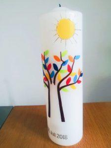 Personalisierte Taufkerze mit Lebensbaum und Sonne