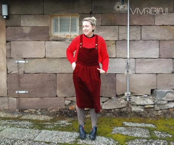 Latzkleid wie kombinieren-Beispiel Pullover gleiche Farbfamilie