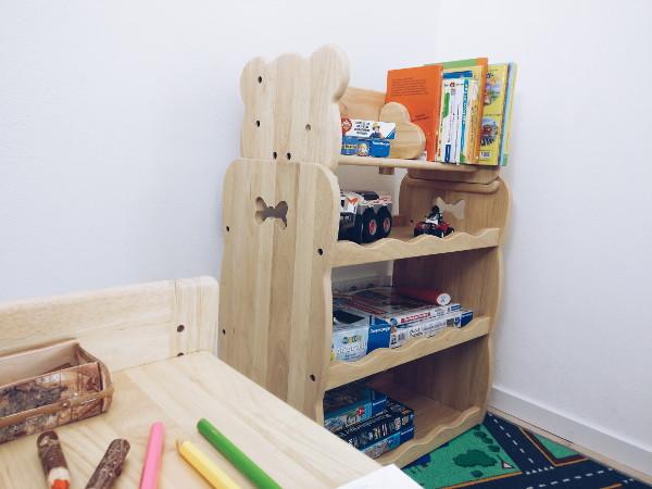 Spielzeugregal mit Bücherregal von MesaSilla