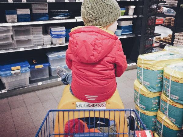 Einkaufen mit zwei Kleinkindern