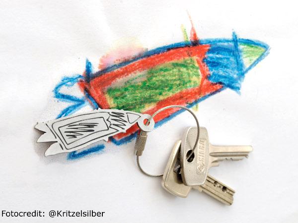 Schlüsselanhänger aus Kinderzeichnung von Kritzelsilber