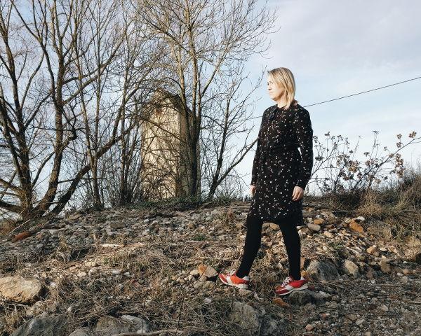 Kleid mit Sneaker kombinieren