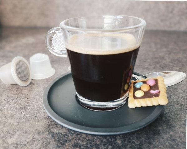 Kaffee aus wiederbefüllbaren Nespresso-Kapseln von capseco