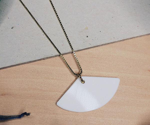 Halskette aus Vinylschallplatte