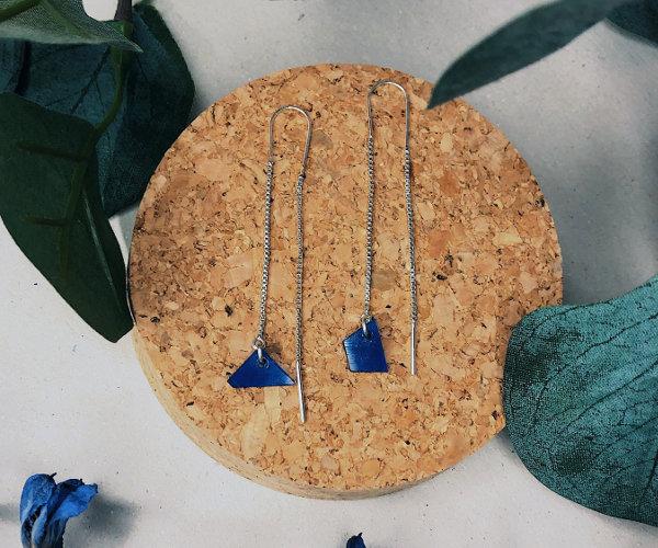Blaue Ohrringe aus Vinylschallplatte