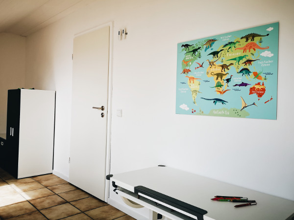 Dinoweltkarte von Posterlounge für Kinderzimmer