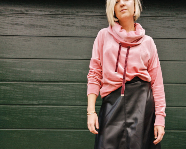 Samt Outfit mit Oversizepullover