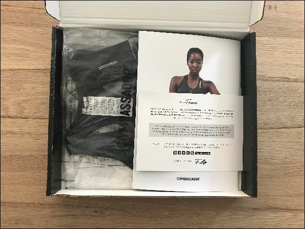 Nachhaltige Sportbekleidung verpackt von Gymbassador - Unboxing