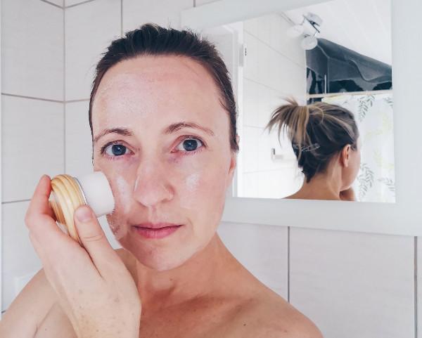 Gesichtsreinigung mit Gesichtsbürste