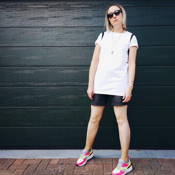 Bermuda Shorts mit Oversize Shirt kombiniert
