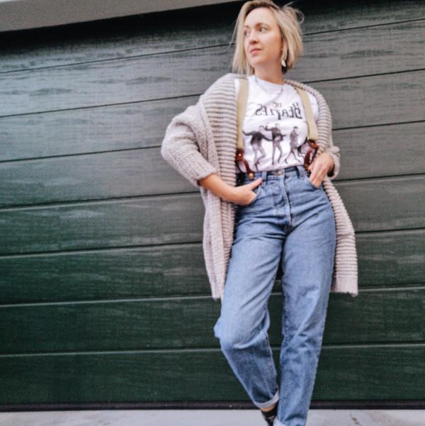 Outfit Vintage Mom Jeans mit Strickjacke
