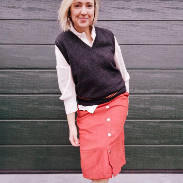 Outfit Bluse unter Pullunder zum Rock