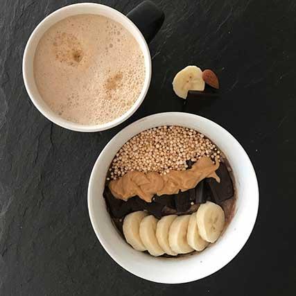 Bowl Rezepte: Erdnuss-Porridge mit Schokolade und Banane